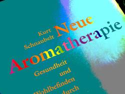 foto: cover eines buches über aromatherapie